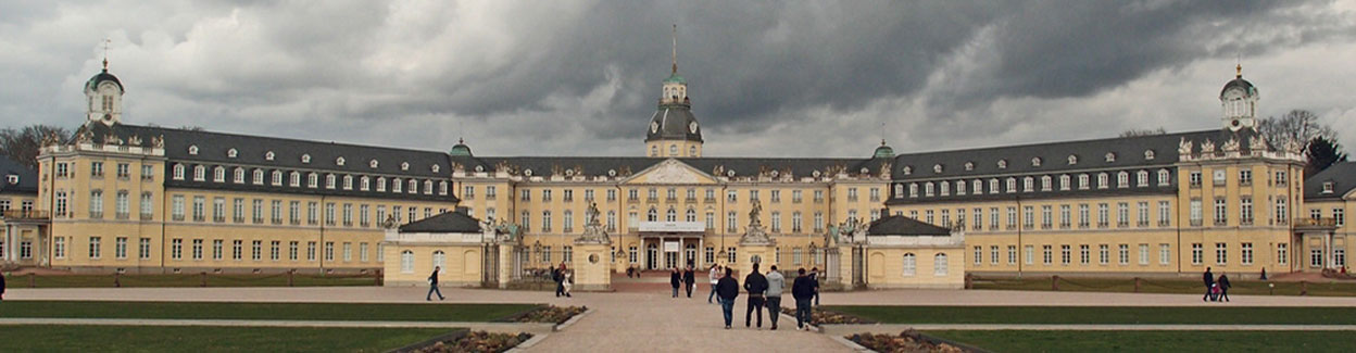 """Alternativtext Ausschnitt """"Karlsruher Schloss"""" by to.wi is licensed under CC BY-NC-SA 2.0"""